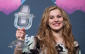 Emmelie winning Eurovision 2013